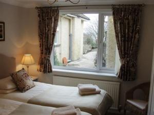 garden flat twin room