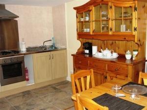 garden flat kitchen